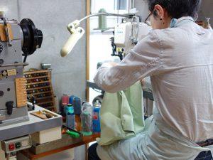 内装のミシン縫い
