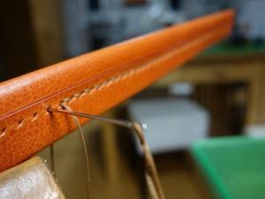 中央の手縫い