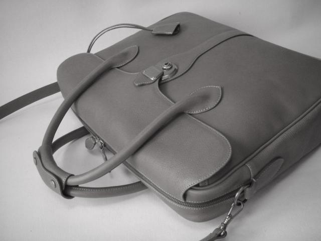 オリジナルのレザーバッグ(鞄)