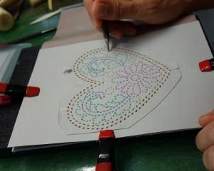 ハンド刺繍穴型