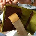 柿渋染の財布