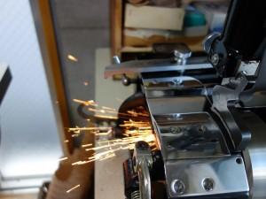 革漉き機の刃研ぎ